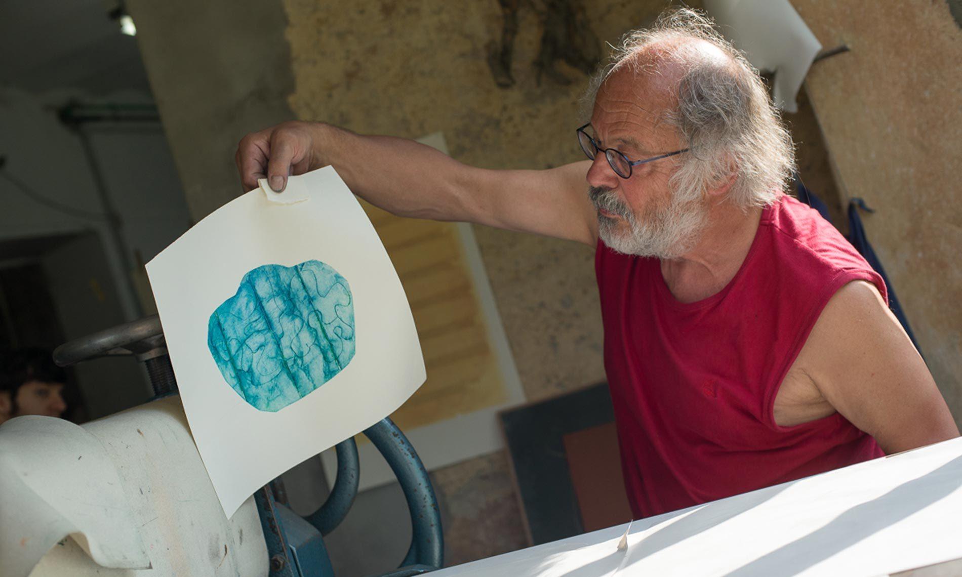 "Adrian Hossli nel suo studio ""StampAmeno"""