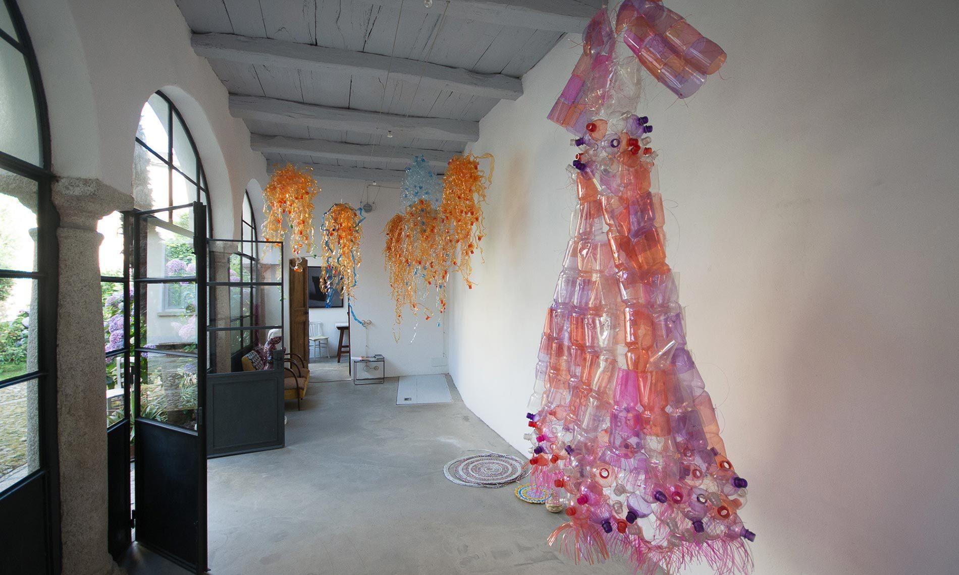 Opere di Enrica Borghi nel suo studio