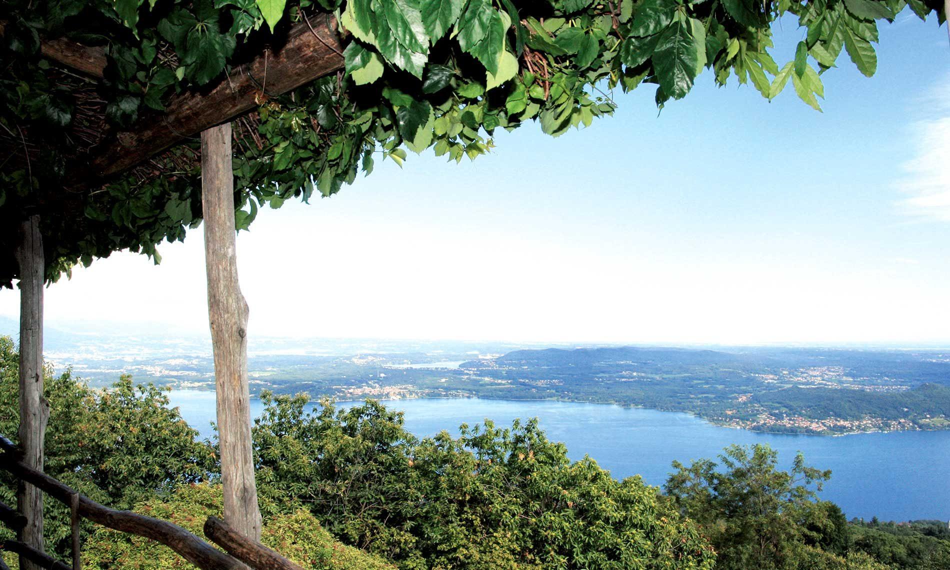 Panorama del Lago Maggiore dal monte San Salvatore