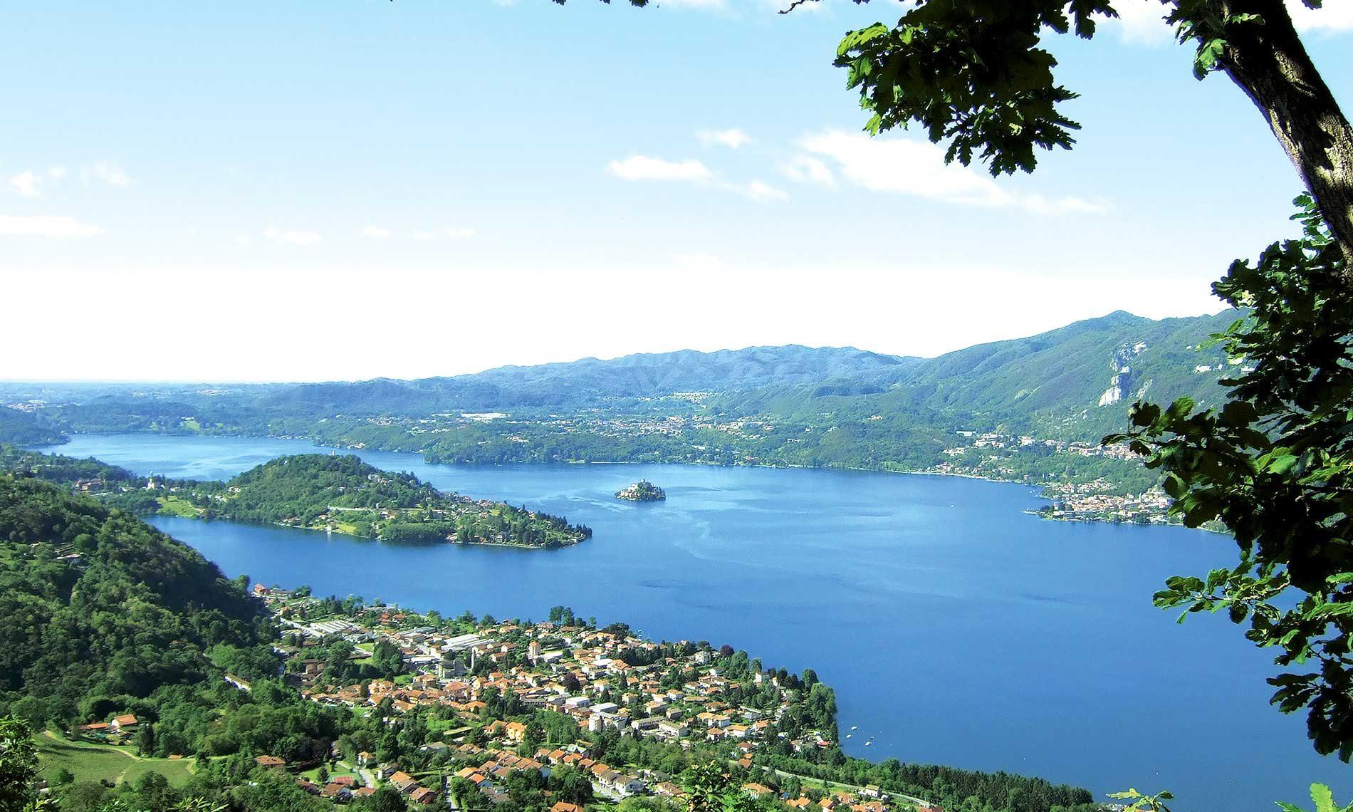 Panorama di Pettenasco dal Monte Barro